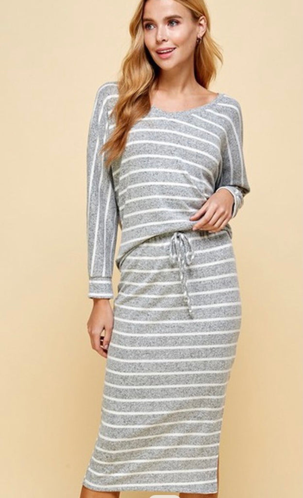 Gray & White Striped Athletic & Athlesiure Set