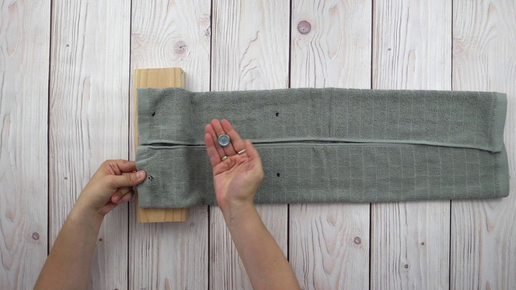 Tired of searching for kitchen towels with dripping wet hands? Check out this simple hack to make hanging kitchen towels and eliminate those missing towels!