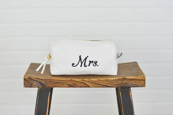 Personalized Bridal White Leather Toiletry Bag |Mrs. Leather Dopp Kit Ladies Woman Travel Bag Make Up Bag Cosmetic Case Gift for Her Fiancee