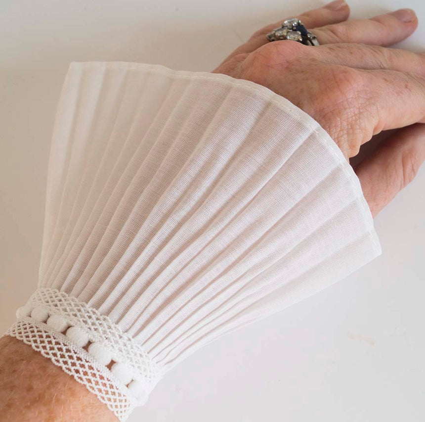 Detachable White Lace Cuffs (pair)