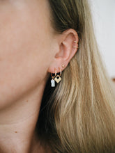 Load image into Gallery viewer, GOLD DOT EARRING