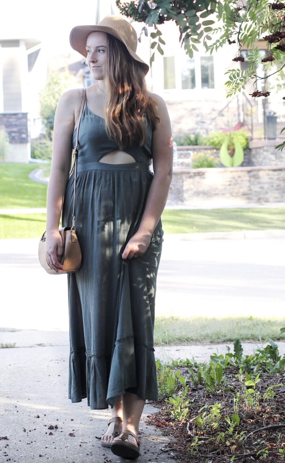My love of flattering, green maxi dresses began when I was pregnant with Adeline – not only is my favourite colour green but chasing after 2 toddlers with a baby bump was hard enough without my pants or shirt were cutting into my waist