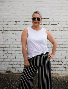 The Ageless Style Link-Up – The first Tuesday of every month ten over 40 bloggers present a different style theme and show a myriad of ways to wear it, all the while proving you can still be fashionable and on trend over 40 and beyond.