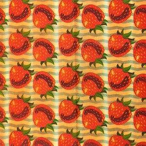 Reusable Beeswax Food Wrap Strawberry / S 17.5x20cm / Red Home & Kitchen - earth-thanks.myshopify.com
