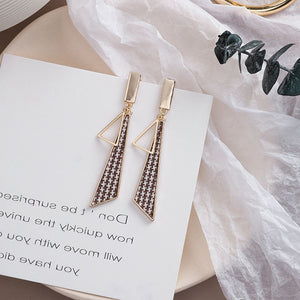 Temperament Elegant / Long Geometric Shapes Mosaic Black and White Earrings