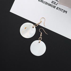 Temperament Elegant / Net red round shell earrings
