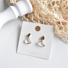 Load image into Gallery viewer, Temperament Elegant / Gold triangle earrings