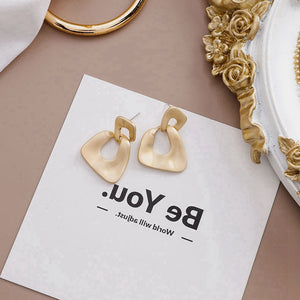 Temperament Elegant / French geometric big earrings