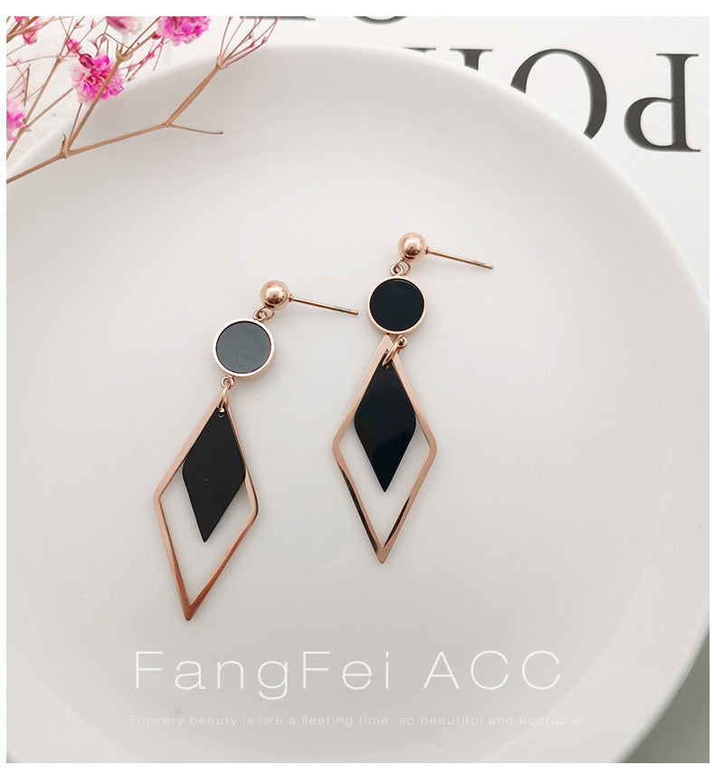 Temperament Elegant / wave cold and breezy earrings