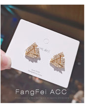 Load image into Gallery viewer, Temperament Elegant / Geometric triangle gold earrings