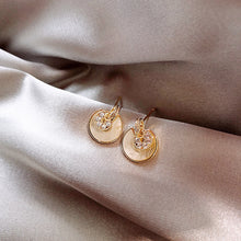 Load image into Gallery viewer, Temperature Elegant / Short gold earrings