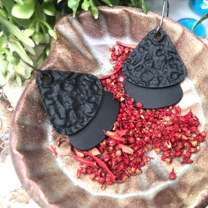 Temperament Elegant / Red black high-grade flower earrings