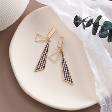 Load image into Gallery viewer, Temperament Elegant / Long Geometric Shapes Mosaic Black and White Earrings