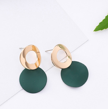 Load image into Gallery viewer, Temperament Elegant  / Fresh green leaves earrings