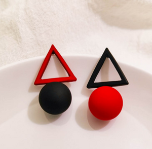 Temperament Elegant / Geometric black and red earrings