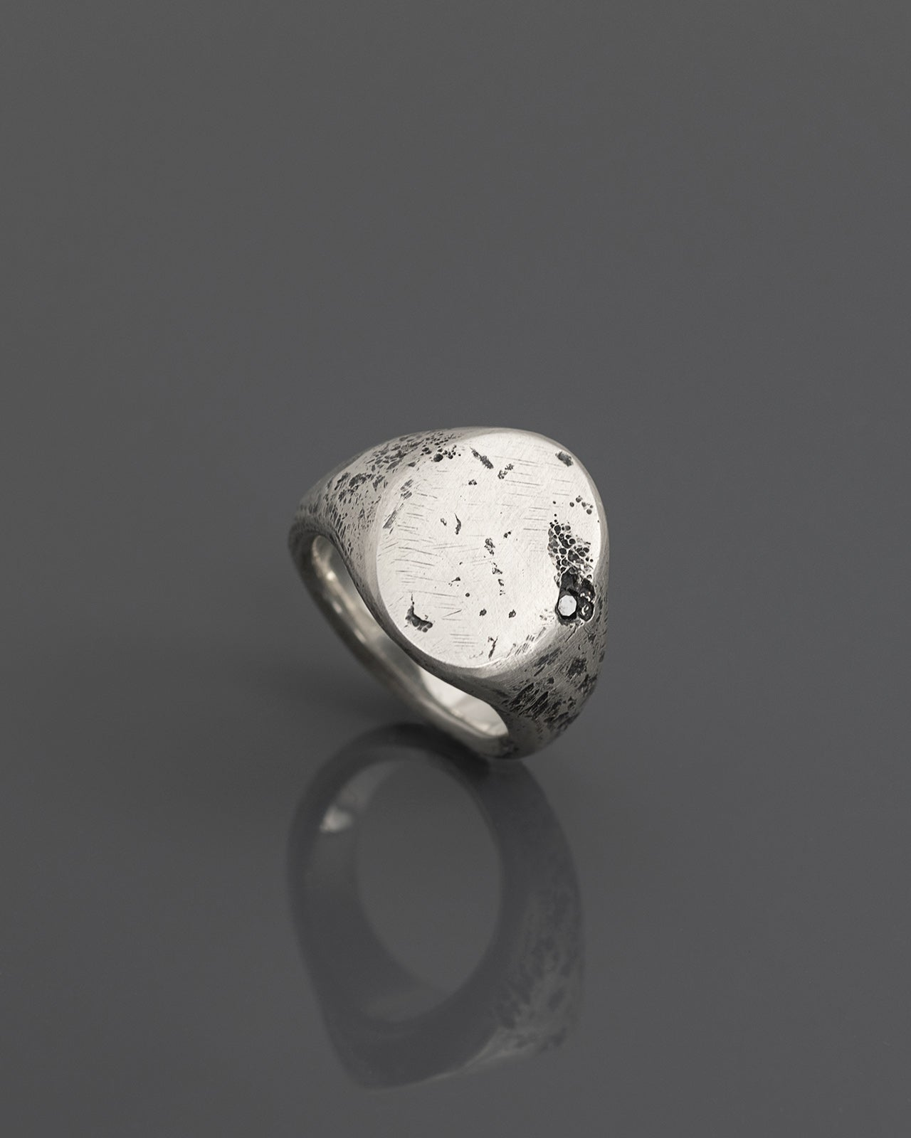TOLM-OVAL-SIGNET-RING