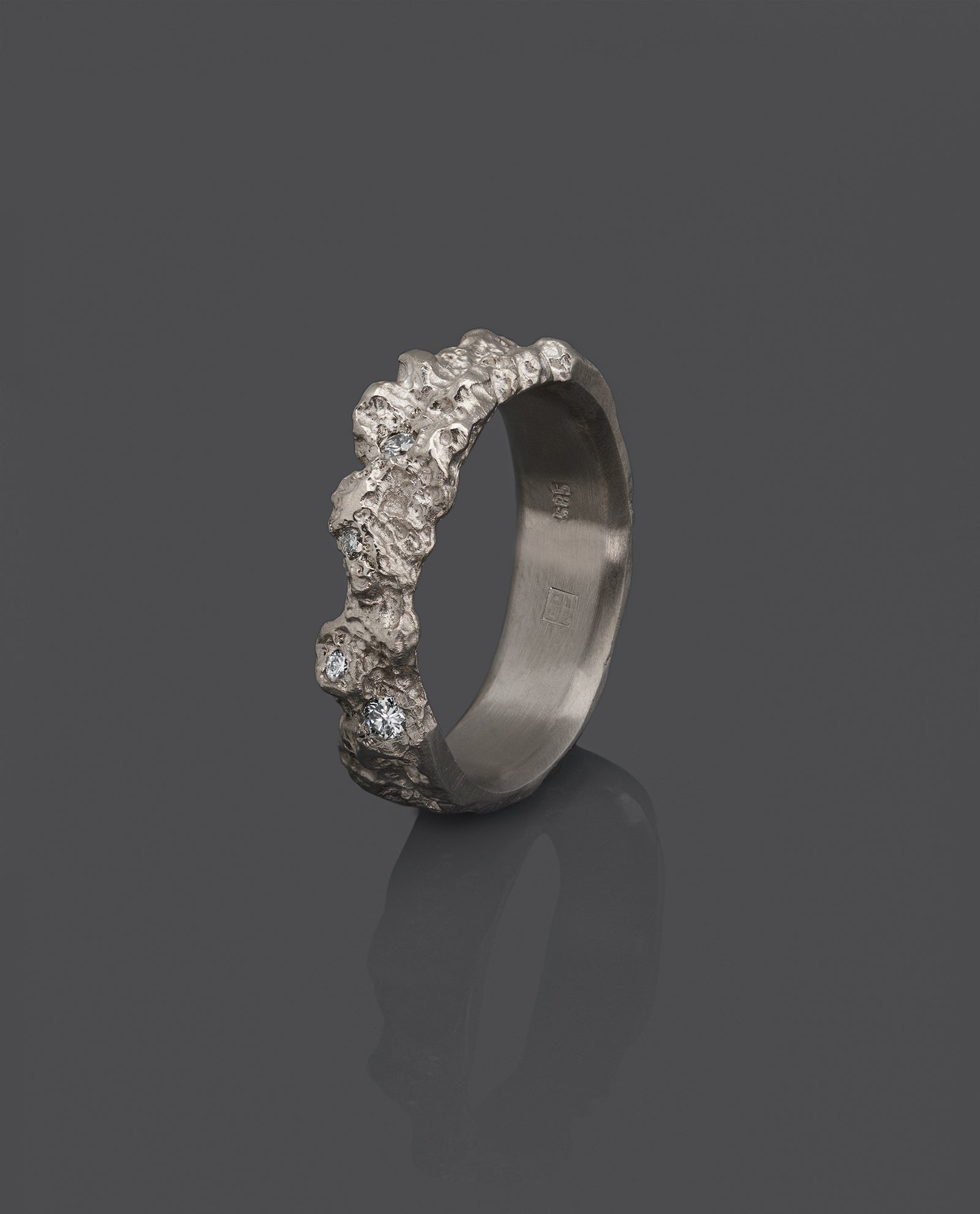 VYER-WHITE-GOLD-BAND