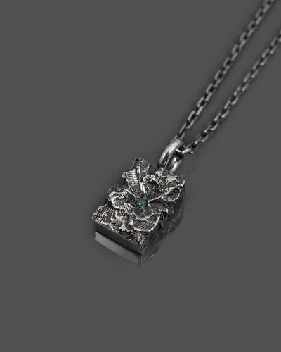 WAVR-BLUE-DIAMOND-PENDANT