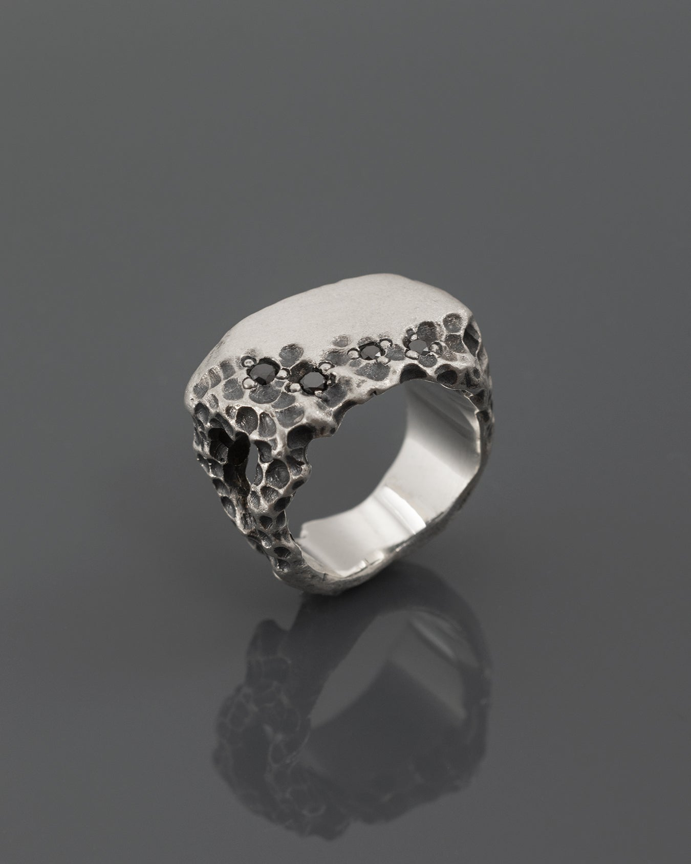 DAURDT-DIAMOND-SIGNET-RING