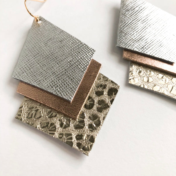 TRIPLE METALLIC LEATHER EARRINGS