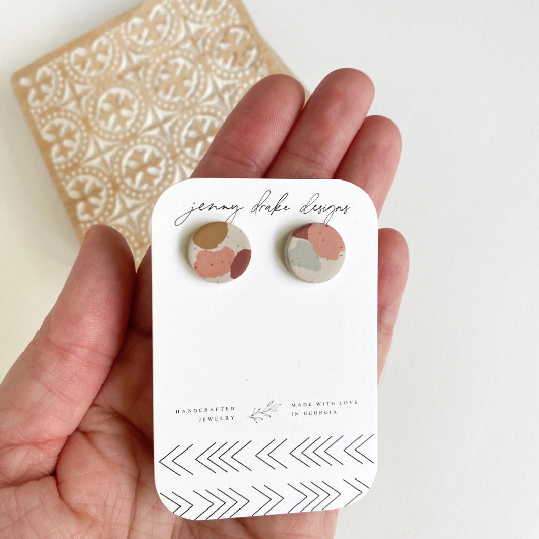 MULTICOLOR CLAY STUD EARRINGS