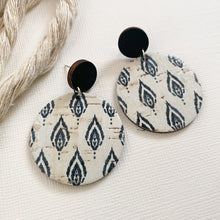 Load image into Gallery viewer, ONYX FEATHERS Disc Cork Earrings