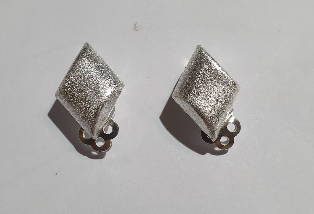 Clip on earrings brushed