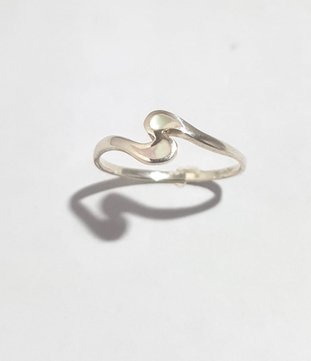 Silver wave with mother of pearl ring