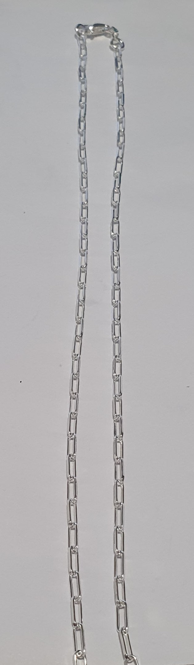 Thin paperclip chain