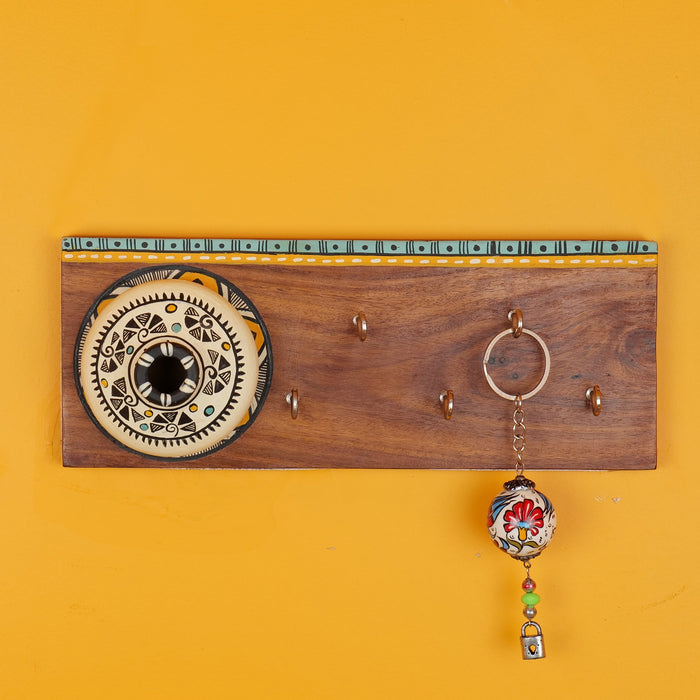 'Matki On Top' Handcrafted Wooden Decorative Key Holder