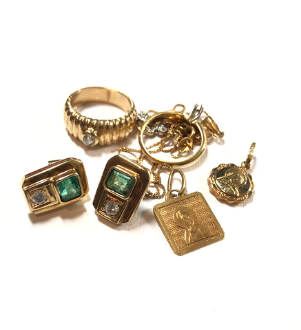 old jewelry made with gold emerald  and diamonds