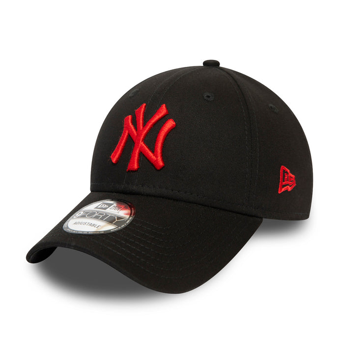 Casquette 9Forty noire avec logo rouge New York Yankees ajustable eighteen