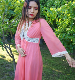 Vintage Pretty in Peach Lingerie Robe
