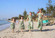 Load image into Gallery viewer, Matching siblings outfits at the beach