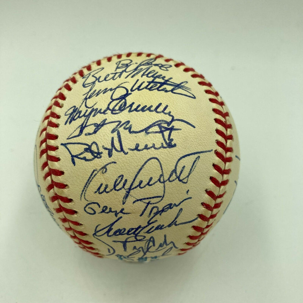 Nice 1993 Minnesota Twins Team Signed AL Baseball With Kirby Puckett