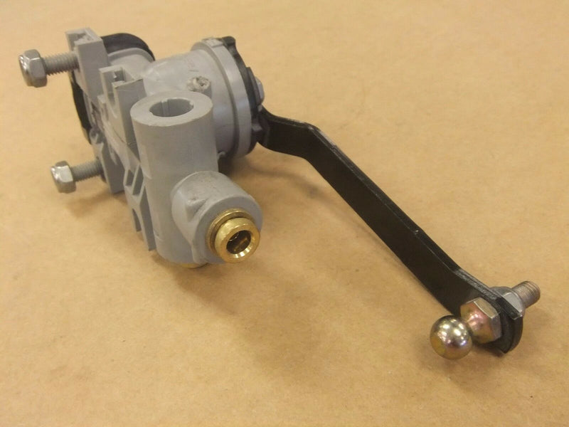 Freightliner Height Control Valve - P3 Cab - by Hadley - P/N  A18-69318-000 (3939777740886)