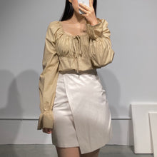 Load image into Gallery viewer, Button Bagel Blouse