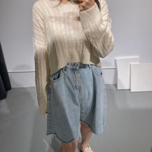Load image into Gallery viewer, SUJI V-neck Crop Knit