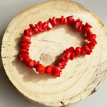 Load image into Gallery viewer, RED CORAL CHIP BRACELET