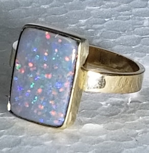 Opal ring, 14K yellow gold