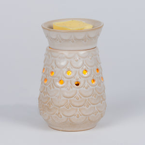 Scalloped mid-size candlewarmer for melts
