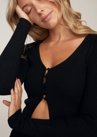 GIGI RIBBED KNIT BUTTON UP CROP TOP, BLACK