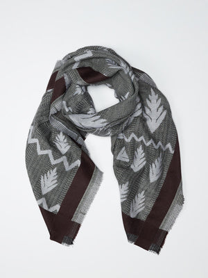 Merino scarf houndstooth pattern and embroidery of grey and chestnut
