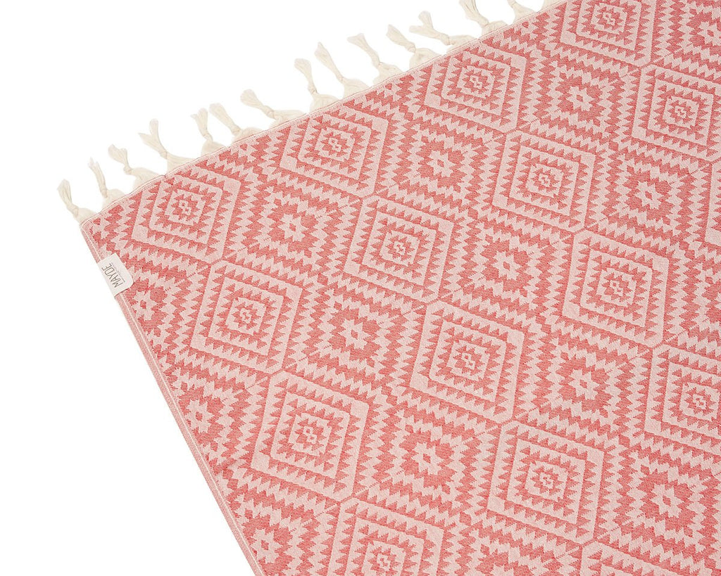 CLOVELLY TOWEL - RED