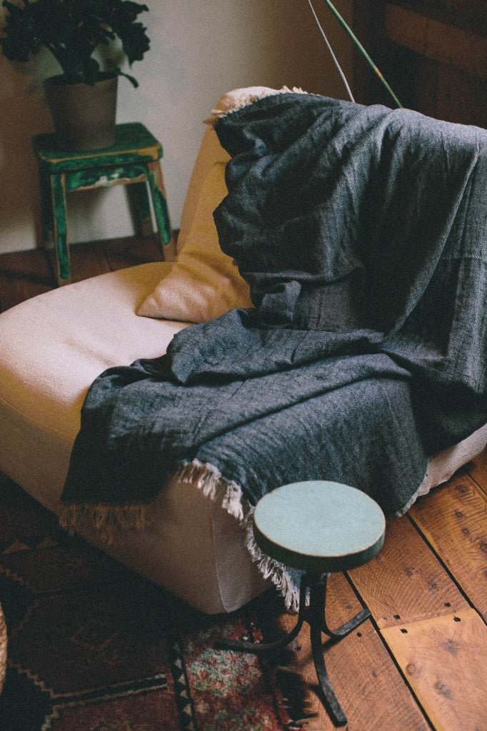 VALLA THROW - BLACK