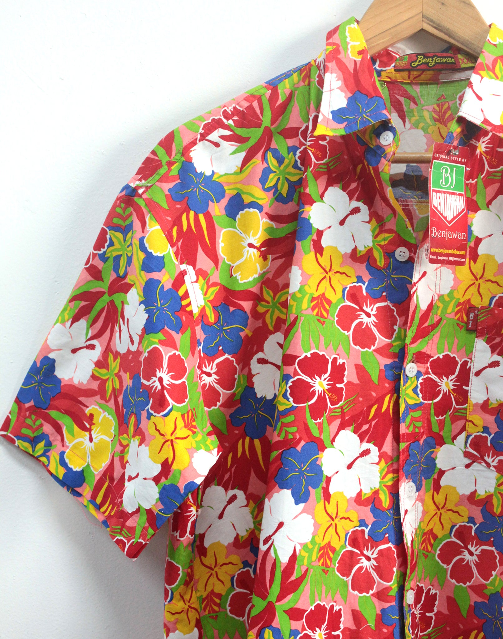 Vintage 80's Oversize Mens Red Floral Hawaiian Shirt