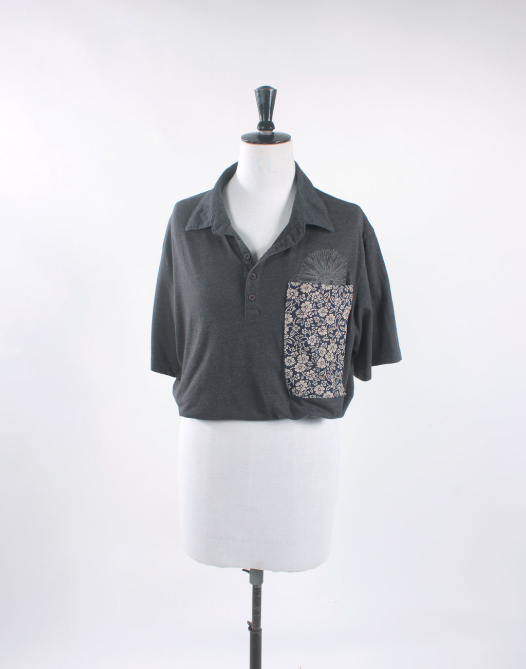 Grey Daisy Kitten Vintage Cropped Shirt