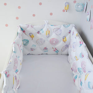 Quilted crib bumper with Sweety pattern