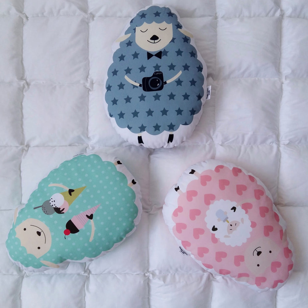 baby room decor with animals, decorative sheep pillows for childrens room, animals bedroom ideas