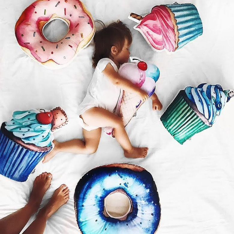 Space doughnut cushion